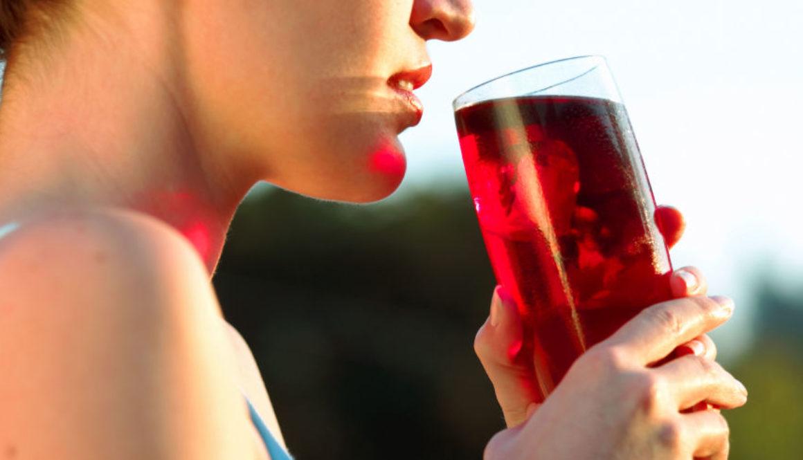 landscape-1460654009-uti-cranberry-juice